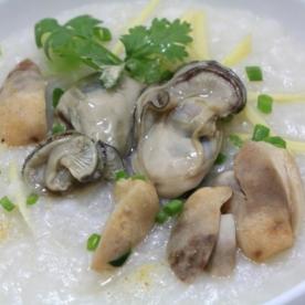 Món cháo hàu tại Côn Đảo nhiều khoáng chất bổ dưỡng lại ngon miệng khó cưỡng.