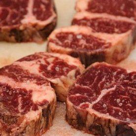 Thái miếng thịt bò có độ dày từ 2,5 -3 cm