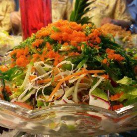 """""""Ăn cả thế giới salad"""" để giảm cân với buffet 79K"""