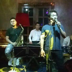 Khang Nhi Band biểu diễn tại Maison Hoàng Cầu