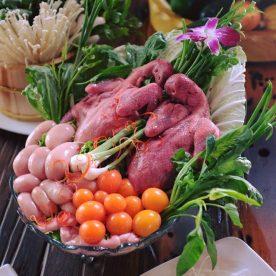 Set lẩu kim kê , lẩu kê gà tại nhà hàng Vườn Bia Hà Nội 3