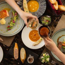 Bữa ăn hoàn hảo cùng rượu vang tại nhà hàng rượu vang Hà Nội