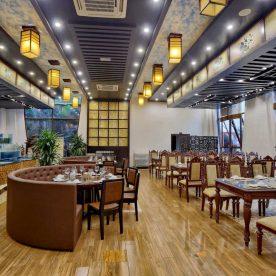 Nhà hàng hải sản San Hô Đỏ là nhà hàng lớn có không gian sang trọng