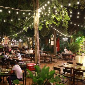 Không gian Vườn Bia Hà Nội buổi tối trong Vườn Bia 8 Sắc Thái